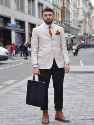 como usar blazer masculino bege