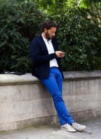 calça colorida azul klein