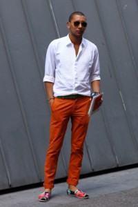 calça colorida laranja