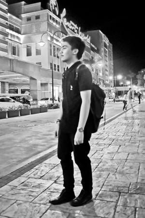 camisa polo preta