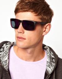 óculos vermelho na moda masculino